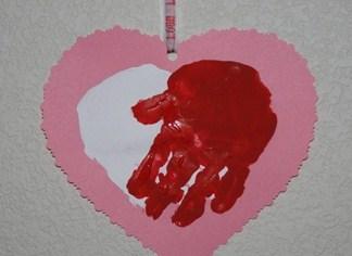 postais 2 Valentine-heart-handprint-8_thumb1